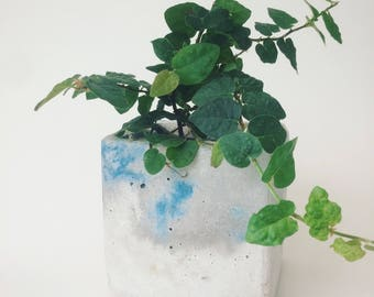 Color-infused lightweight concrete planter