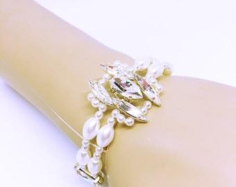 Wedding Crystal bracelet / pearls / Wedding Crystal bracelet / wedding/jewelry wrist wedding accessory