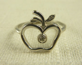 Size 7 Vintage Sterling and Diamond Chip Apple Ring