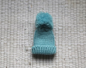 Knitted hat for doll.