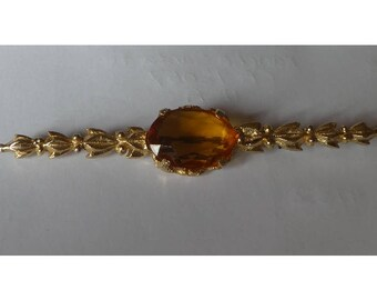 Vintage 1950s gold plated brooch. Amber faceted stone.