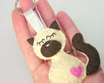 Felt siamese cat keychain - kitty - accessories - Baby shower - eco friendly - gift for him - gift for her - keyholder - animals