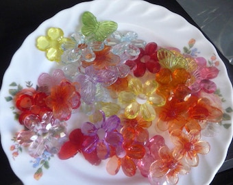 Wholesale lot of flowers and butterflies in plastic in various colors