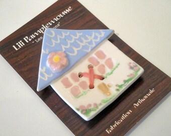 "Button ""Little house"" in ceramic fact-hand : light blue harmony, 5.8 cm"