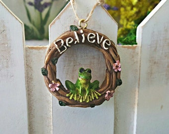 "Miniature ""Believe"" Wreath with Frog"