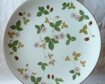 "Retired Pattern (1965) Wedgwood Wild Strawberry 9.5"" Cake Plate in Very Good Excellent condition"