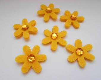 6 self-adhesive felt flowers with nine yellow rhinestones