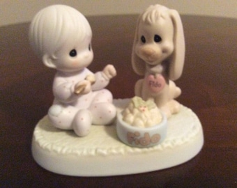 """A Precious Moments """"Sharing Our Christmas Together"""" Figurine #532944."""