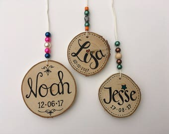Name pendants with date of birth on order • Kraamkado • Maternity gift • Naamkado • Name Gift • Birth child • Date of birth • Real Maddy