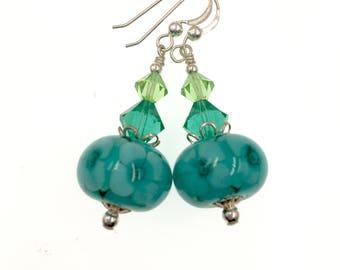 Glas-Perlen-Ohrringe, Petrol / Lampwork Ohrringe, einzigartige Ohrringe, grüne Perlen Ohrringe, Lampwork Schmuck, Blume Glas Perlen Schmuck