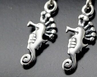 petites boucles d'oreilles, boucles d'oreilles hippocampe, bijoux en argent sterling boucles d'oreilles nature, mer vie bijoux cheval de mer océan bijoux