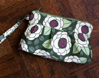limited edition floral wristlet clutch // pleated zipper bag in joel dewberry gardenia fabric // READY TO SHIP