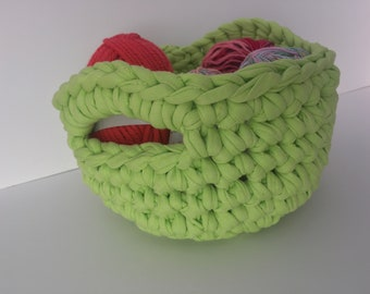 Basket with handles, woven to crochet with 100% cotton.