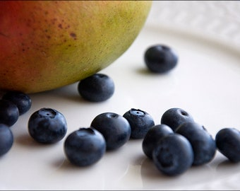 Blueberries and Mango on a Plate (Set of 8 Notecards)