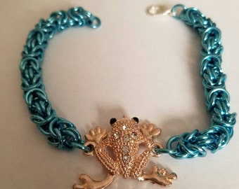 Chainmaille bracelet with frog charm