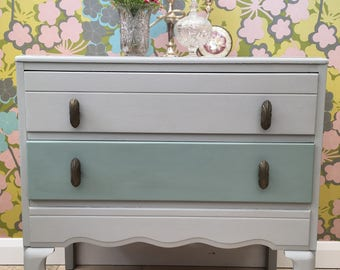 Pretty 'Molly' 1950's chest of drawers