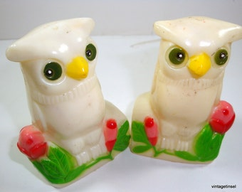 Vintage Owl Salt And Pepper Shakers,  Plastic. White Owls  (1995)