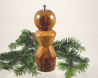 Pepper mill. Handmade pepper grinder.