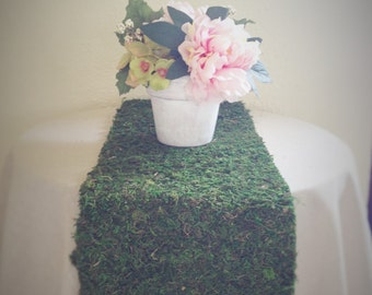 Natural preserved moss table runner, perfect for rustic outdoor wedding and event decor