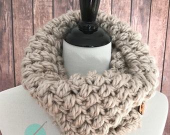 Chunky crochet cowl, chunky infinity scarf, beige crochet cowl, chunky cowl scarf, chunky winter scarf, crochet infinity scarf