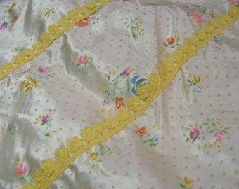 Vintage NIGHTGOWN Pale Yellow Floral Satin with Kimono Sleeves Womens M L 60s 70s