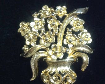 Golden 2-D Flowers in Vase costume brooch