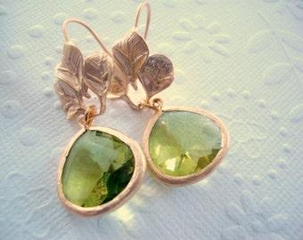 Rustic wedding earrings, rustic earrings weddings, Apple green wedding earrings, Green rustic wedding, Spring wedding earrings, green,