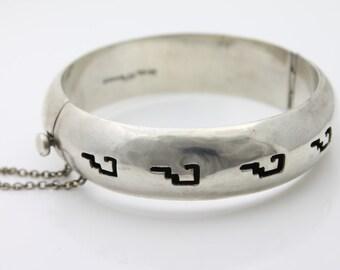 Massive Vintage Sterling Silver Taxco Hinged Bangle Bracelet w Tribal Design. [1498]