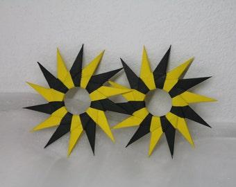 2 origami stars, paper stars, ornament, window decorations, window image, decoration, decorating