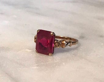 Vintage Orange Blossom and Rectangular Simulated Ruby Stone Ring – 10k – Rosy Yellow Gold – Finger size 5.25