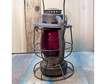 Vintage Railroad Memorabilia - Deitz Vesta N.Y.C.S. New York Central Station  Red Globe Kerosene Lantern