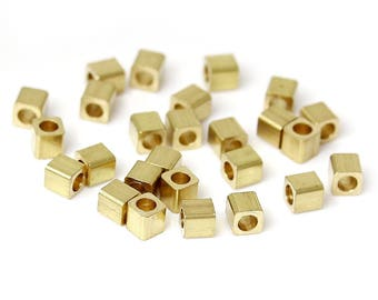 30 beads Cubes in Metal - 2 x 2 mm - hole: 0.8 mm - color gold / gold