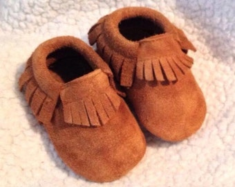 SALE-- Baby Moccasins, Brown Moccasins, Rusty Brown suede Baby Moccasins, Brown Baby shoes, Baby Booties, Crib shoes, Baby Gifts