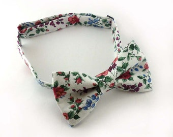 White floral bow tie for men – rose and flowers print wedding bowties