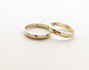 Golden forged rings in 585erGelbgold with hammered technology