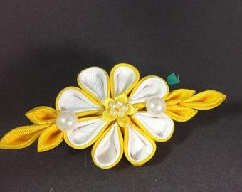 Kanzashi - yellow flower