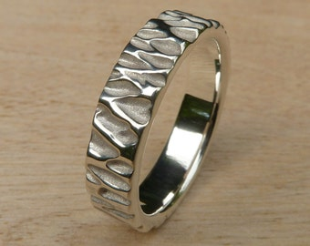 Willow Tree Bark Band Ring in 10kt Gold, 5mm Wide Band
