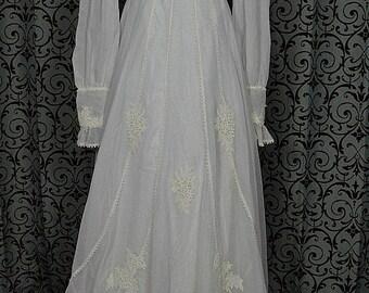"1970s White Vintage Empire Wedding Gown/Dress w 68"" Train, Floral Appliques, ILGWU"