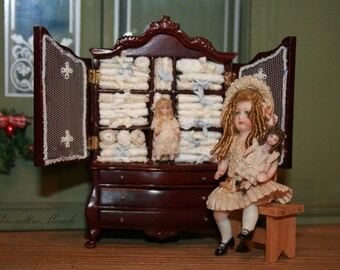 """Dollhouse miniatures """"Wardrobe furnished with antique lace linens.""""- Artisan Handmade Miniature in 12th scale. From CosediunaltroMondo"""