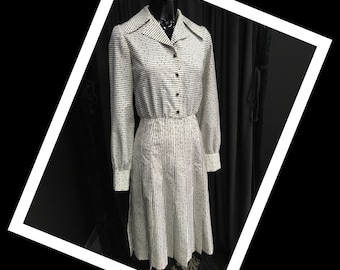 Vintage Parisian year's 70 dress with pleated skirt