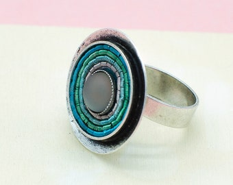 Ring in Aqua, versilbertes Messing. Idealer Alltagsring mit Wow-Effekt. Ideales Geschenk