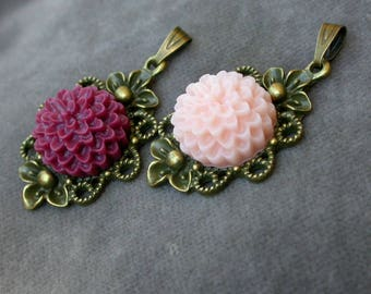 set of 2 solid brass and beaded flowers medallions resin glue vi