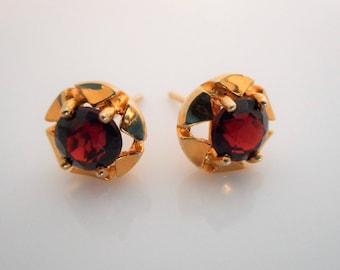 Victorian Bohemian Garnet 9 Carat Gold Stud Earrings. Antique Solitaire Star Earrings. Hallmarked London 1869.