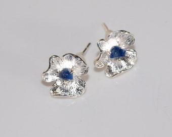 Little flower stud earrings tiny lapis lazuli Blue gemstone earrings Silver plated stud earrings Blue flower earrings Gift under 10