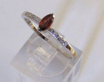 """Ring sterling silver decorated with Garnet """"Shaped shuttle"""" size 50"""