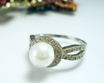 Stunning Sterling Silver Faux White Pearl Ring sz 10