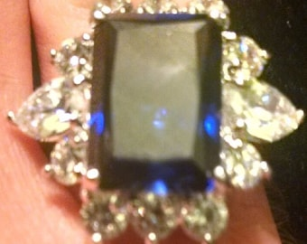 Beautiful Vintage HC 925 Sterling Silver Ring with a Sapphire