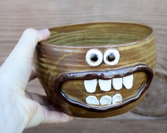 Fun Cereal Bowl. Large quart Caramel Stoneware Pottery. Salad Soup Noodle Bowl. Happy Smiley Face Cheerful Morning. Extra Large Oversized.