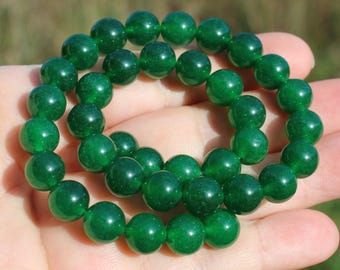 2 Emerald green round 10 MM AAA beads. AV08.
