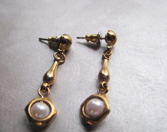Gold Plated Posts and Pearls Stud Earrings , Vintage Pearl Post Earrings , Collectible Jewelry